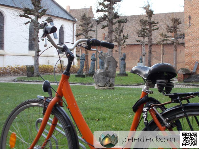 bicycle vélo fiets art kunst kerk church église park parc